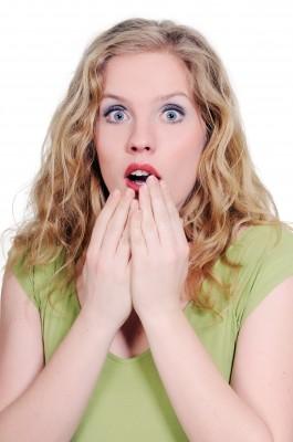 Femme surprise d'apprendre l'impact d'une carence en testostérone sur les hommes